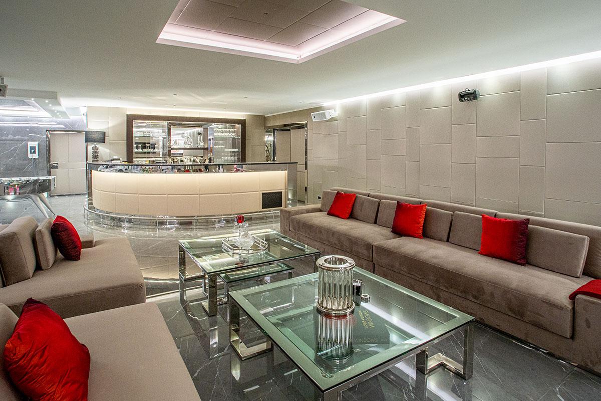 Ultima Geneva Grand Villa - Lounge Bar - Lucy violin