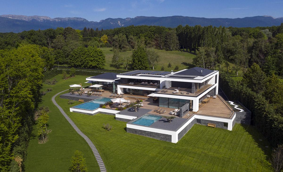 Ultima Geneva Grand Villa - drone view - Lucy violin