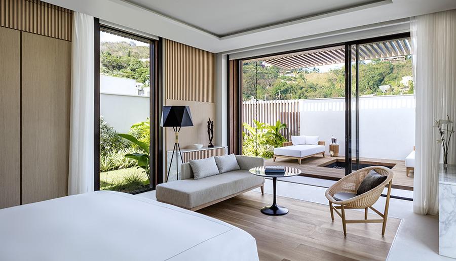 14. Beachfront Villa back Master Bedroom with jacuzzi